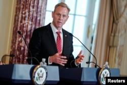 패트릭 섀너핸 국방부 장관 대행이 19일 워싱턴 국방부 청사에서 기자회견을 하고 있다.