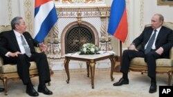 Президенты Кубы и России Рауль Кастро и Владимир Путин. Москва. 11 июля 2012 г.