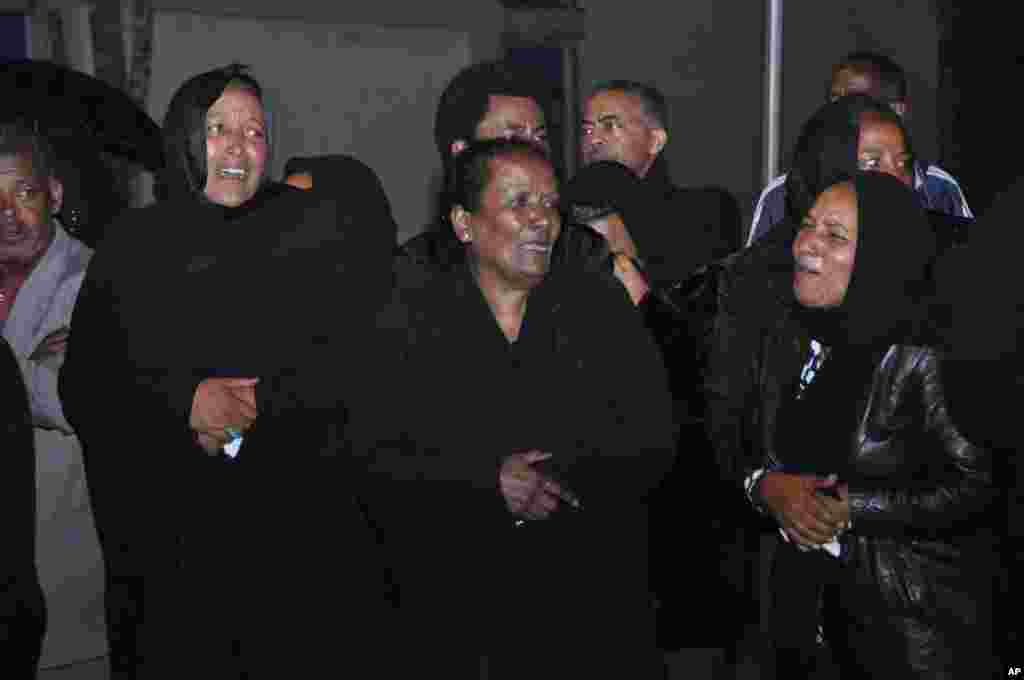 Ethiopian women in black gather to mourn as the body of the late Prime Minister Meles Zenawi arrived in Addis Ababa, August 22, 2012.