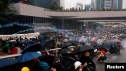 2019年8月31日香港警察向反送中抗议人群发射催泪弹。 2019年8月31日香港警察向反送中抗议人群发射催泪弹。