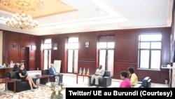 Prezida Evariste Ndayishimiye mu mubonano yagiranye n'uwuserukira Ubumwe bwa Buraya mu Burundi Claude Bochu