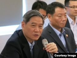 国台办主任张志军(右一)24日在金门与金门业界座谈 (夏张会媒体群组)