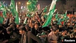 Demonstran melakukan unjuk rasa di Islamabad menuntut reformasi politik di Pakistan (14/1).