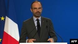 Perdana Menteri Perancis, Edouard Philippe menunda pajak kenaikan BBM.
