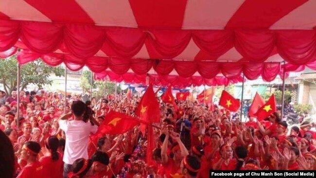 """""""Hội Cờ Đỏ"""" ở Nghệ An, tháng 10/2017."""