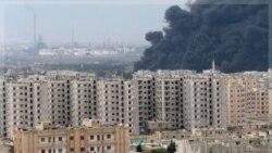 ابری گسترده ای از دود بر اثر انفجار پالایشگاهی در حمص. ۸ دسامبر ۲۰۱۱