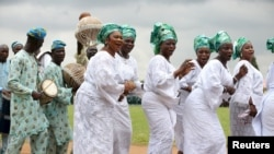 Wasu Mata a Lagos cikn shiga irin ta al'adar su suke murnan cika shekaru 55 da samun yancin Najeriya
