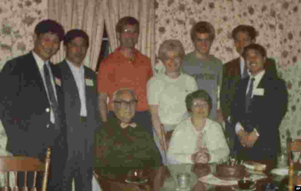 1985年春天,习近平在河北任职期间,曾带领石家庄地区饲料代表团到马斯卡廷考察,停留两天三夜,受到当地人热情接待。他们中的一部分人住在辛希娅•麦格琳家。