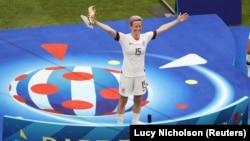 Fudbalerka SAD Megan Rapino proslavlja pobedu na Svetskom kupu u Francuskoj (Foto: Reuters/Lucy Nicholson)