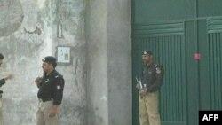 Pakistanski vojnici ispred kuće u Abotabadu, u Pakistanu u kojoj se krio Osama bin Laden