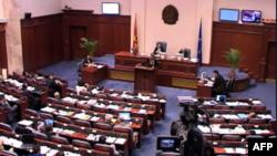Parlamenti maqedonas debaton kërkesën e opozitës për zgjedhje të parakohëshme