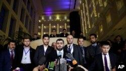 Mohammed Alloush, lãnh đạo phe đối lập ở Syria, trao đổi với báo chí sau cuộc hòa đàm Syria, ở Astana, Kazakhstan, ngày 24/1/2017.