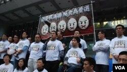 17名香港泛民主派人士展開第一波「雞蛋抗高牆」絕食爭取普選行動 (美國之音 湯惠芸拍攝)