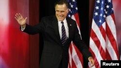 Kandidat presiden Partai Republik Mitt Romney sebelum berpidato mengenai kekalahannya di Boston. (Reuters/Mike Segar)
