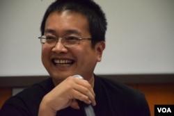 香港嶺南大學文化研究系副教授陳允中。(美國之音湯惠芸攝)
