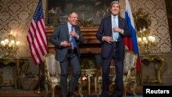 Ngoại trưởng Mỹ John Kerry và Ngoại trưởng Nga Sergei Lavrov trong cuộc họp ở Rome, 14/12/14