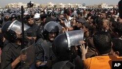 Jami'an tsaro kenan ke fama da jama'a a lokacin shari'ar Mubaraka