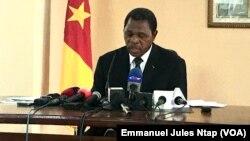 Paul Atanga Nji, ministre de la communication au cours d'un point de presse à Yaoundé, le 9 mars 2020. (VOA/Emmanuel Jules Ntap).