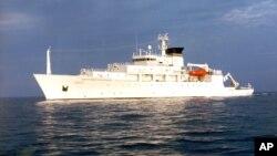 El barco USS Mustin recibió el dron en aguas internacionales cercanas a Filipinas, unas 50 millas al noroeste de la bahía Subic.