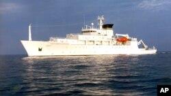 Океанографический исследовательский корабль USNS Bowditch.
