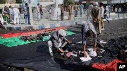 Suasana pasca serangan bom bunuh diri di Kabul, Afghanistan yang menewaskan sedikitnya 80 orang, Sabtu (23/7).