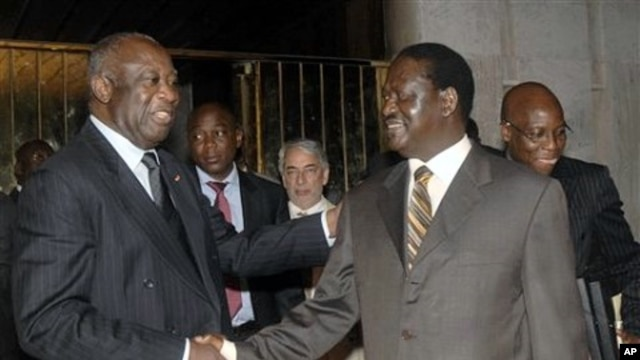 Ivory Coast strongman Laurent Gbagbo (L) shakes hands with Kenyan Prime Minister Raila Odinga, an African Union envoy sent to mediate the ongoing Ivorian political standoff, at the presidential palace in Abidjan, Ivory Coast, January 17, 2011
