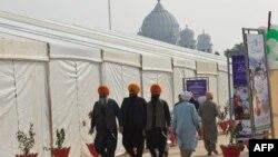 سکھ یاتری کرتارپور میں ہونے والی تقریب میں شرکت کے لیے آ رہے ہیں۔
