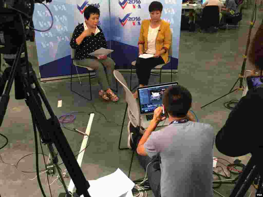 VOA Mandarin's Sasha Gong and Xiaoyan Zhang reporting from the Republican National Convention in Cleveland.