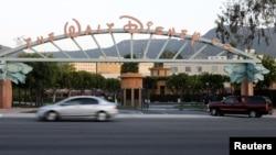 Walt Disney Co. mengikuti jejak penerbit-penerbit buku besar di AS yang mengubah kebijakan pembelian dan penggunaan kertas untuk melindungi hutan. (Reuters/Fred Prouser)
