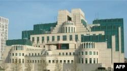 Trụ sở MI6 giống như một pháo đài nằm bên bờ sông Thames