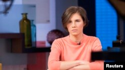 "FILE - Amanda Knox sits alone before being interviewed on the set of ABC's ""Good Morning America"" in New York, Jan. 31, 2014."