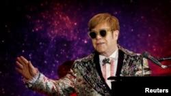 """Elton John en Manhattan, Nueva York, donde anunció su gira final """"Farewell Yellow Brick Road"""", el 24 de enero de 2018."""