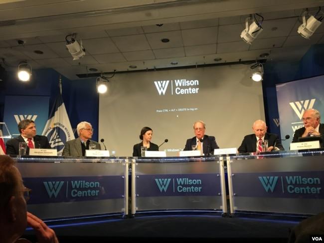 美國外交政策全國委員會參訪團報告發布會(美國之音鐘辰芳拍攝)