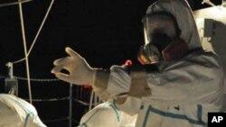日本自衛隊正協助搶救福島核電站工作。