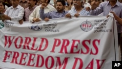 Pakistan journalists rally to observe the World Press Freedom Day in Islamabad, Pakistan, Tuesday, May 3, 2016. Dozens of journalists gathered shouting slogans for the freedom of press. (AP Photo/B.K. Bangash)
