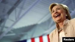 24일 오하이오주 클리블랜드에서 진행된 유세 도중 활짝 웃고 있는 힐러리 클린턴 민주당 대통령 후보.