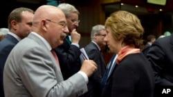 AB dışişleri bakanları AB Yüksek Temsilcisi Ashton'ın başkanlık ettiği toplantıda Ukrayna konusunda ortak pozisyon belirlemeye çalıştı.