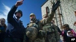 Des militaires membre de l'OSCE en mission dans l'Est du pays le 16 avril 2016.