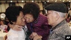 지난 2010년 11월 북한 금강산에서 열렸던 남북 이산가족 상봉 행사.