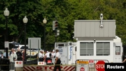 警察在白宫附近进行了短暂的封锁。