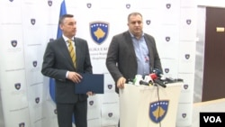 Kadri Veselji i Špend Ahmeti na konferenciji za novinare u Prištini, 14. januar 2019. godine