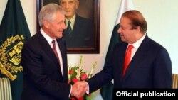 파키스탄을 방문한 척 헤이글 미국 국방장관(왼쪽)이 9일 이슬라마바드에서 나와즈 샤리프 파키스탄 총리와 회담했다.