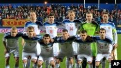 Les joueurs de la Russie posent pour des photos avant leur match groupe G lors des qualifications de l'Euro 2016 entre le Monténégro et la Russie, au stade de la ville de Podgorica, au Monténégro, 27 mars 2015.