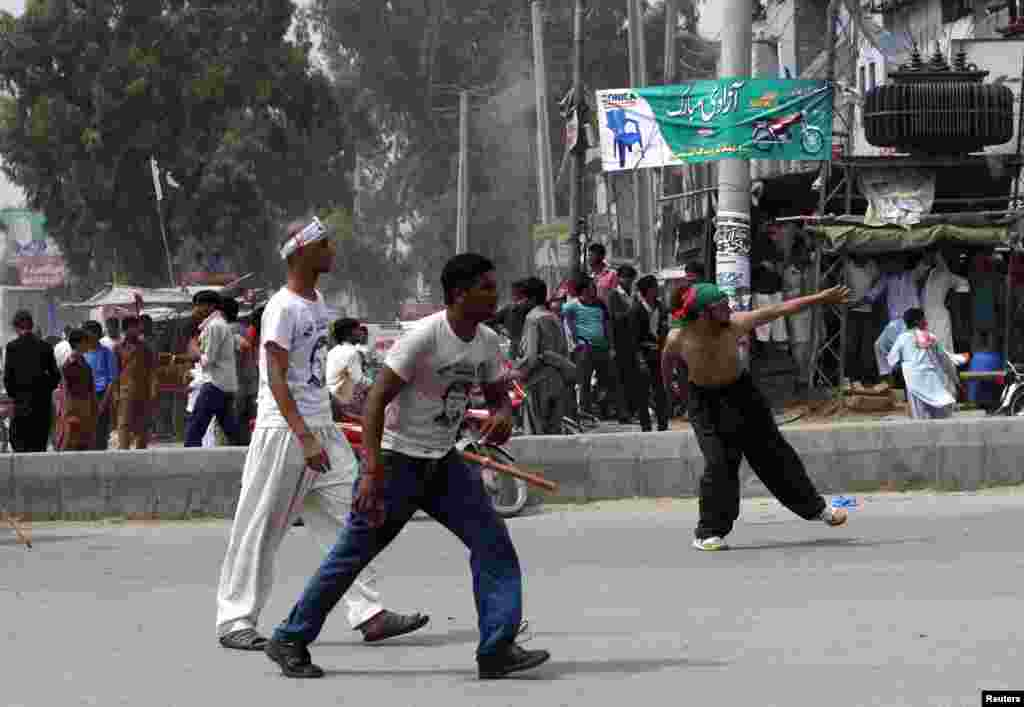 Clashes broke out between supporters and non-supporters of politician Imran Khan, with both parties throwing rocks at each other, at the Freedom March, in Gujranwala, Aug. 15, 2014.