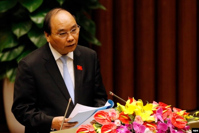 Ông Nguyễn Xuân Phúc đã tuyên thệ nhậm chức thủ tướng tại Hà Nội, Việt Nam, ngày 7/4/2016 thay người tiền nhiệm Nguyễn Tấn Dũng.