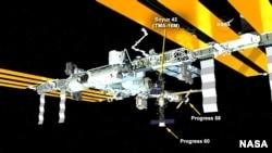 러시아 무인 우주화물선 프로그레스 60호가 국제우주정거장에 도킹하는 모습을 설명하는 상황도.