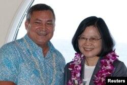 关岛总督卡尔沃与来访的台湾总统蔡英文合影(2017年11月3日)