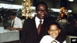 奧巴馬兒時與父親合照