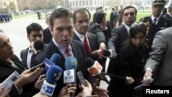 El Ministro de Defensa de Colombia, Juan Carlos Pinzón, dijo que es una barbarie atacar a la población civil más vulnerable.