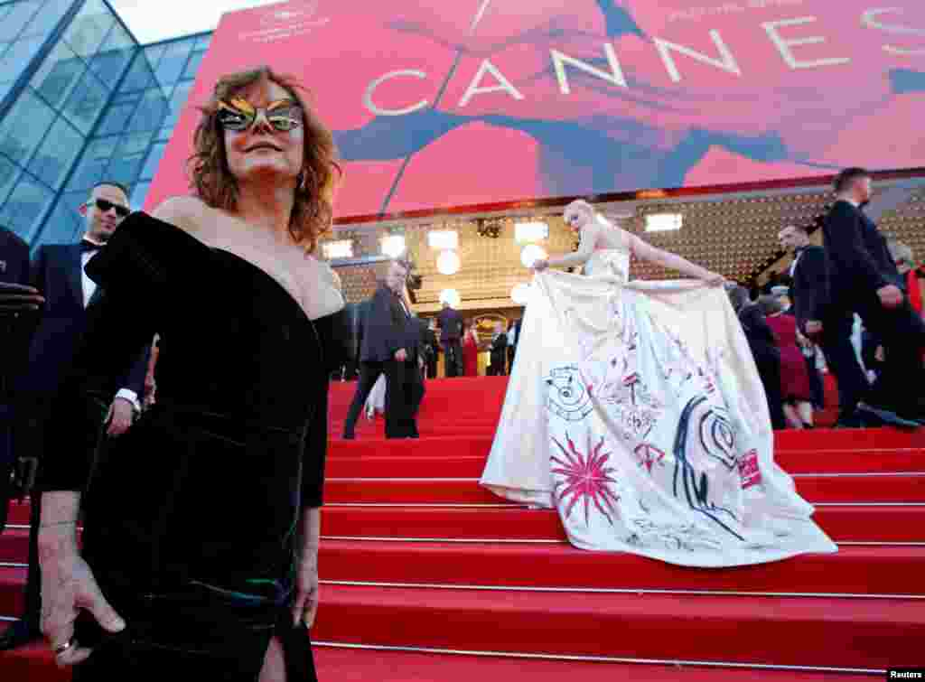 "Actresses Susan Sarandon and Elle Fanning arrive at the opening ceremony and screening of the film ""Les Fantomes d'Ismael"" in Cannes, France."